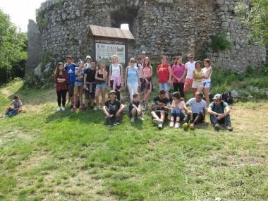 Žiaci na hrade Turňa