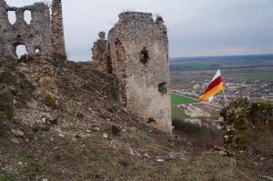 A Castrum Thorna zászlaja a vár fokán