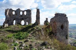 Čiastočne vyčistený horný hrad